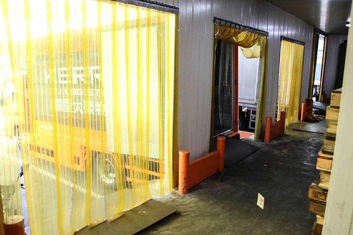 低溫理貨區使用PVC塑膠隔板隔開外界溫度。